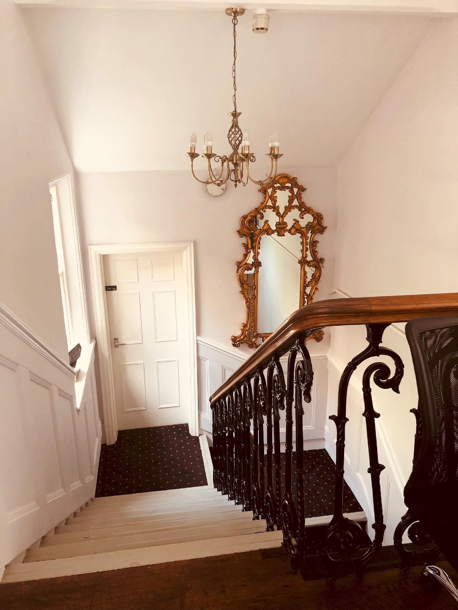 Apartment at Peak Manor photo 13964228