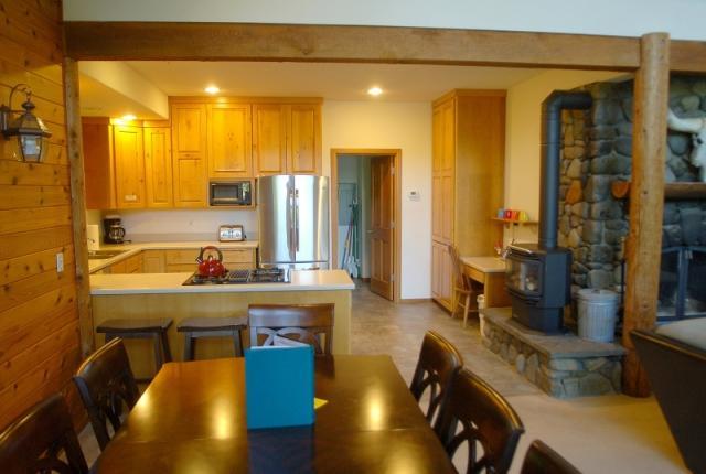 Mt. Baker Lodging Cabin #07 – LAKEFRONT, HOT TUB, BBQ, SLEEPS-10! photo 59284