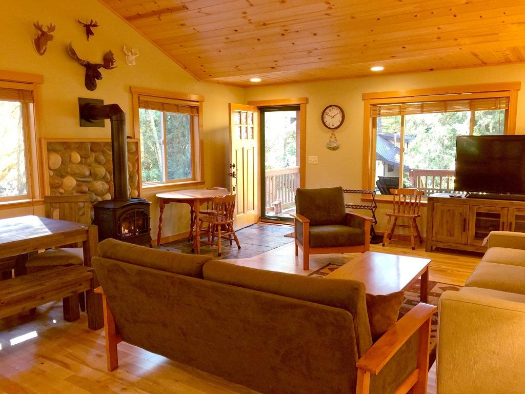 Mt. Baker Lodging Cabin #65 – HOT TUB, FIREPLACE, PETS OK, BBQ, WIFI, SLEEPS-10! photo 4001017
