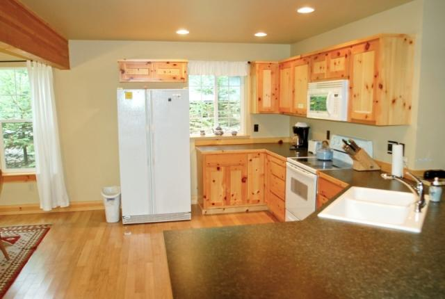 Mt. Baker Lodging Cabin #95 – HOT TUB, BBQ, PETS OK, FIREPLACE, WIFI, SLEEPS-4! photo 60960