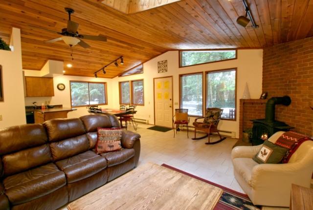 Mt. Baker Lodging Cabin #23 – HOT TUB, WIFI, SAUNA, POOL TABLE, SLEEPS-6! photo 59609