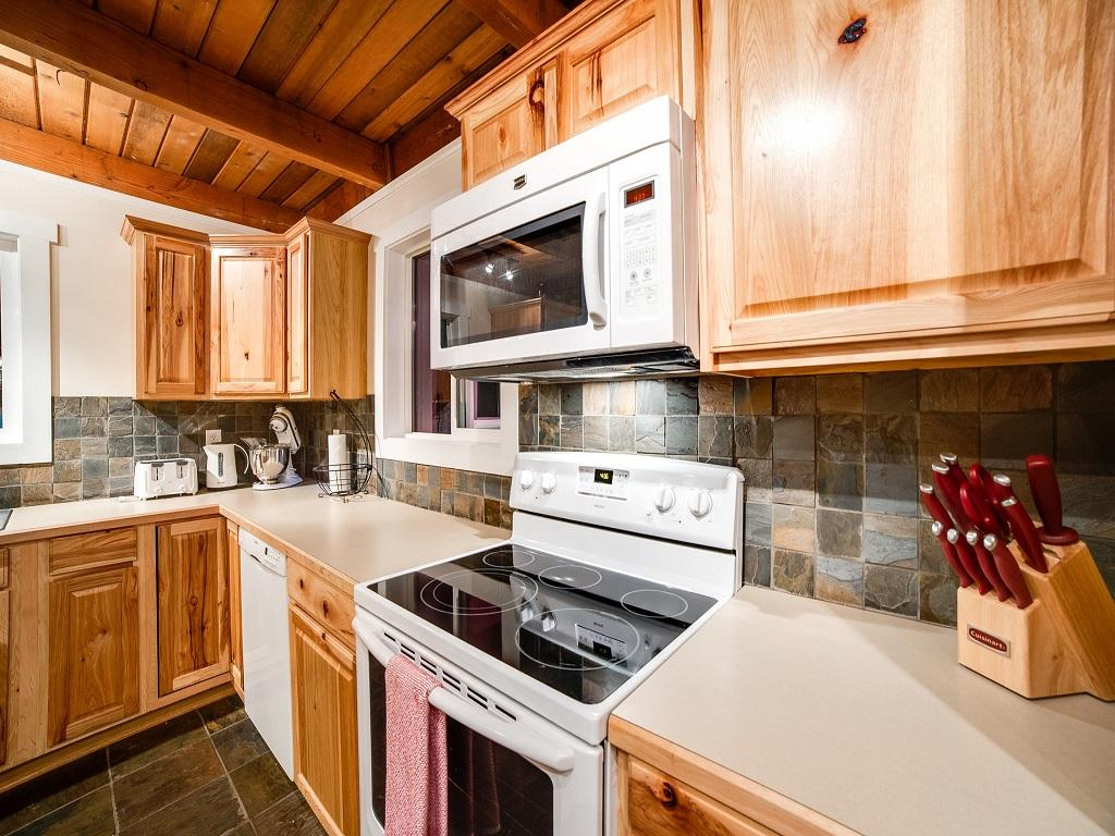 Mt. Baker Lodging Cabin #66 – HOT TUB, WOOD STOVE, BBQ, WIFI, SLEEPS-10! photo 4001902