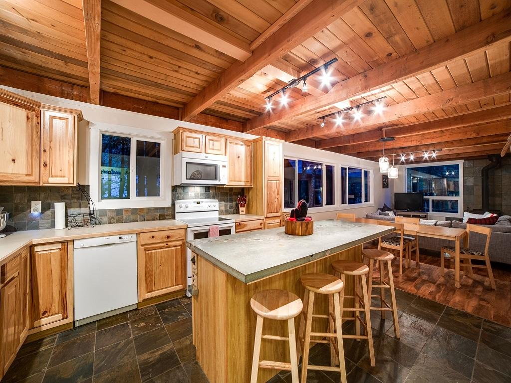 Mt. Baker Lodging Cabin #66 – HOT TUB, WOOD STOVE, BBQ, WIFI, SLEEPS-10! photo 4001900