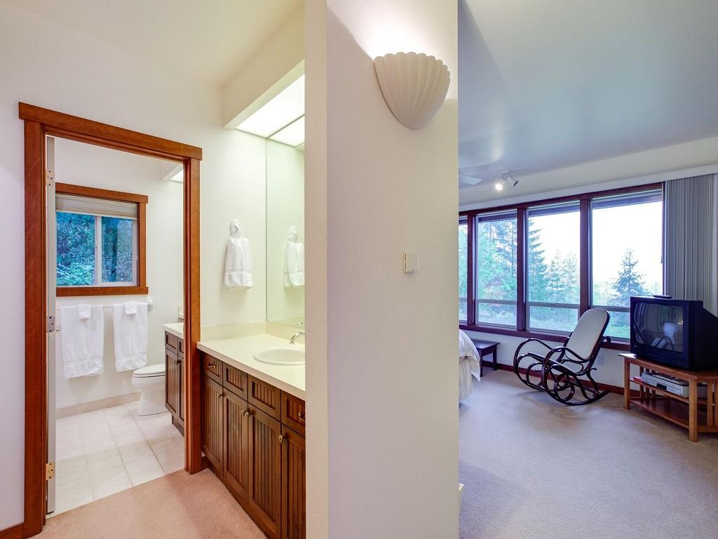Apartment Mt  Baker Lodging Ensuite  15  ndash  MT VIEWS  HOT TUB  PETS OK  SLEEPS 6  photo 21433641
