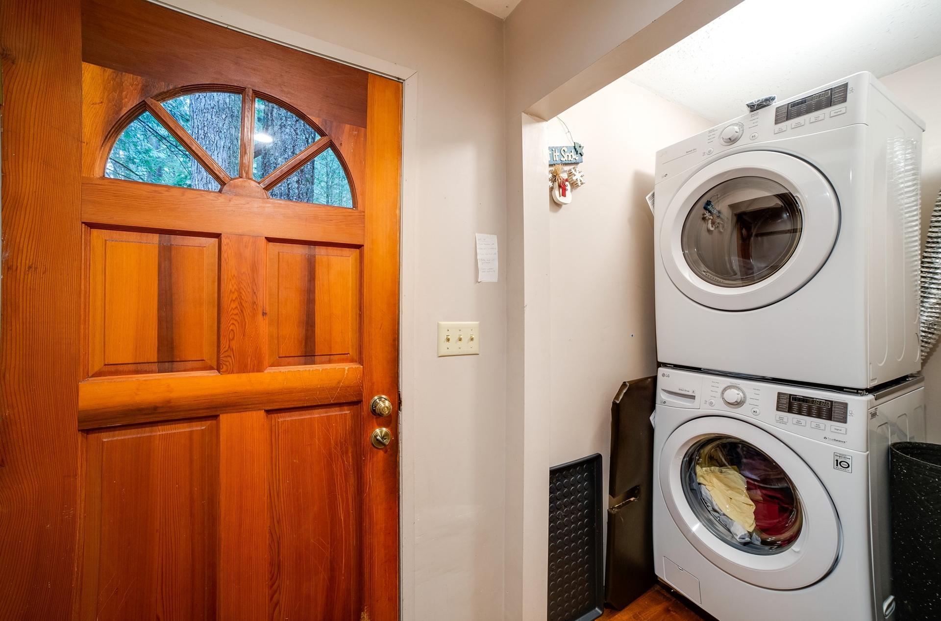 Apartment Mt  Baker Lodging Cabin  55 - HOT TUB  WOOD STOVE  BBQ  SLEEPS 10  photo 3999673