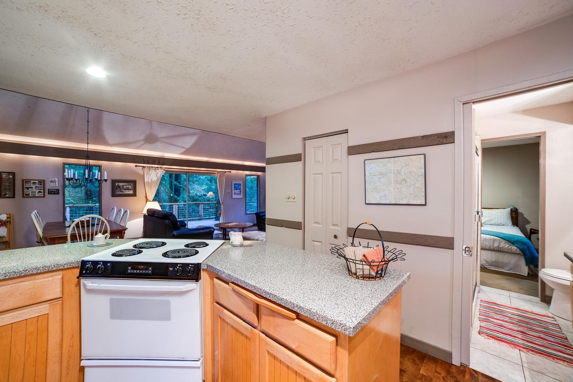 Mt. Baker Lodging Cabin #55 - HOT TUB, WOOD STOVE, BBQ, SLEEPS 10! photo 3999540
