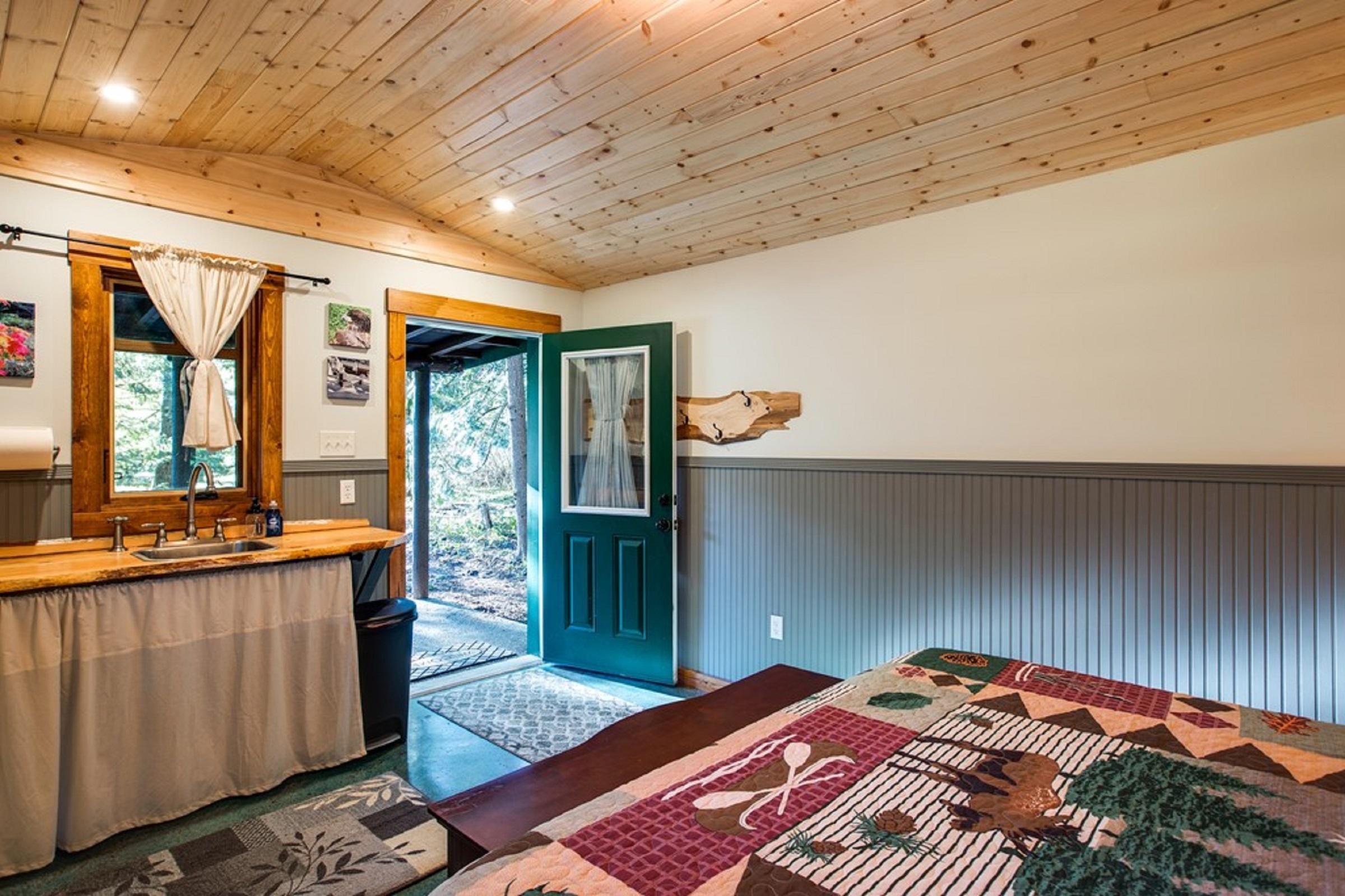 Mt. Baker Lodging Cabin #72 – PET FRIENDY, MT VIEWS, BBQ, SLEEPS 2! photo 31818155
