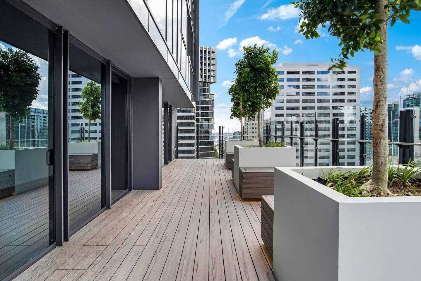 Apartment DreamHost at Carlson View 18 photo 31795053