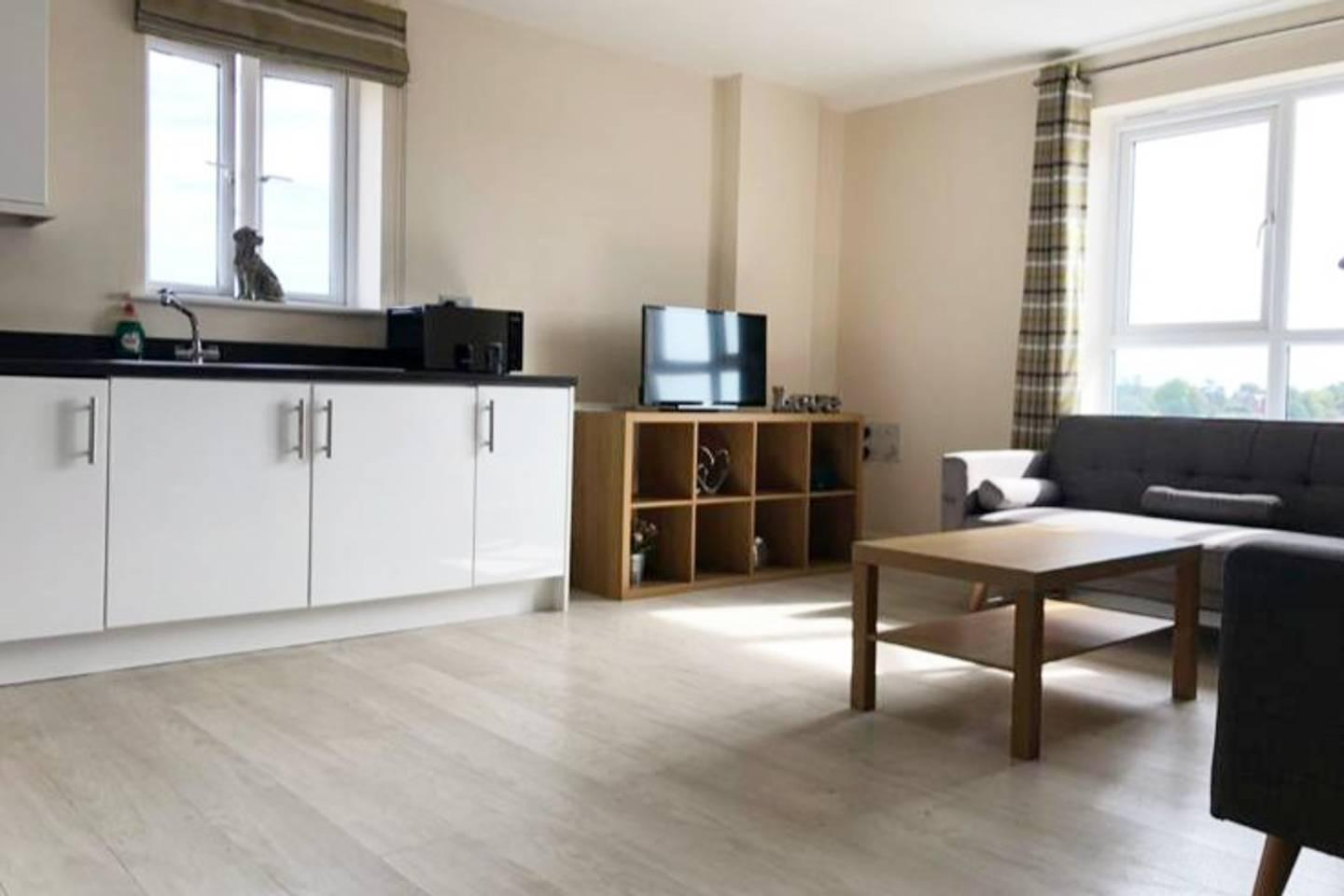 Apartment Large Groups up to 8 visiting Reading- Check this photo 13710514