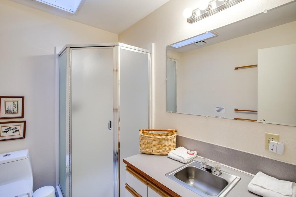 Apartment Mt  Baker Lodging Cabin  30  ndash  HOT TUB  WIFI  DVD  BBQ  W D  DW  SLEEPS 8  photo 27790028